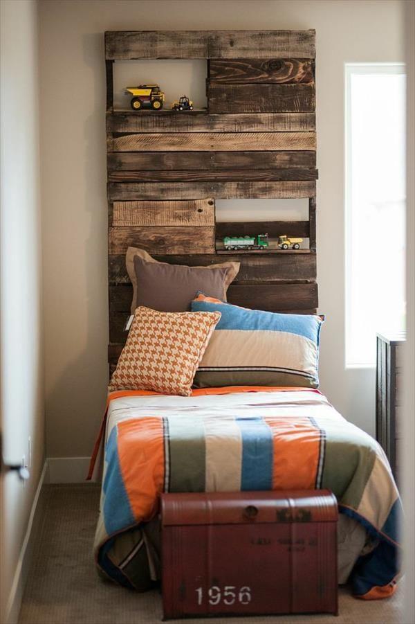 design interior camera copilului paleti lemn
