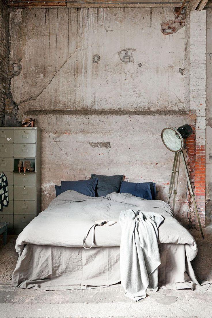 dormitor perete beton stil industrial
