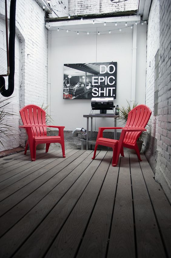 idei amenajare zona de esteptare fotoliu rosu tablou