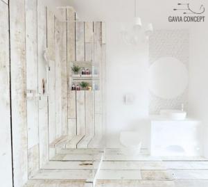 Design baie luminoasa gresie faianta aspect lemn