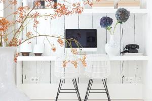 home office design interior birou alb natural lemn