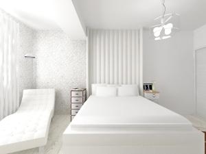 design interior dormitor alb fotoliu citit tablie pat noptiera masculina feminina lustra pendant